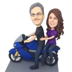 couple motorcycling bobbleheads